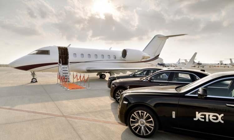 <p>Dubai merkezli Jetex özel havacılık şirketi müşterilerine Ramazan ayı boyunca gökyüzünde iftar hizmeti sunacağını açıkladı. Havacılık şirketi, iki kişilik iftar menüsünün fiyatının 18 bin dolar (146 bin TL) olduğunu açıklandı.</p>