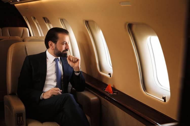 <p>Havacılık şirketi gökyüzündeki iftar hizmetine ilişkin yaptığı açıklamada, müşterilerin Jetex VIP Terminali'nde şoförlü lüks araç tarafından karşılandığını ifade ederek jete taşındığını belirtti.</p>