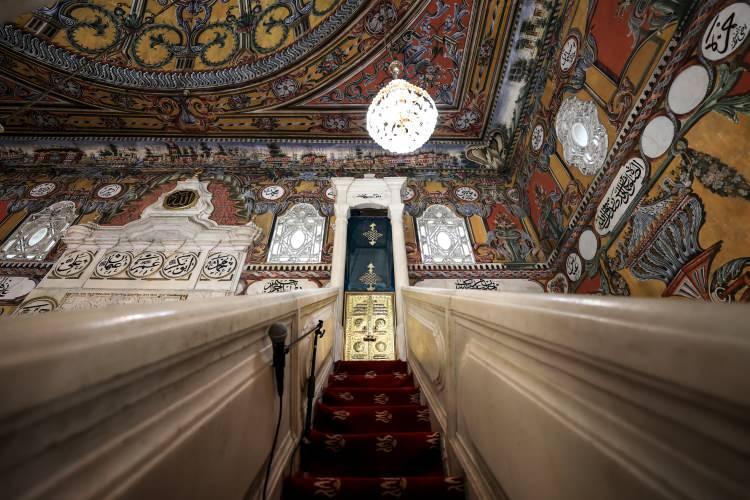 <p>AA muhabirine değerlendirmelerde bulunan cami imamı Emir Kasami, camiyi Osmanlı tebaasından Hurşide ve Mensure kız kardeşlerin 1495 tarihinde yaptırdığını söyledi.</p>