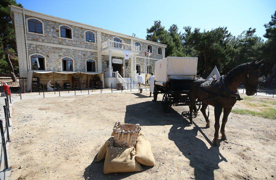 """<p>Çanakkale Savaşları'nda Gelibolu Yarımadası'ndaki muhabereler sırasında cephe gerisinde devam eden sağlık hizmetleri, 10 Ağustos Salı günü ziyarete açılacak """"1915 Çanakkale Muharebeleri Sıhhiye Müzesi"""" ile gelecek nesillere aktarılacak.</p>  <p></p>"""