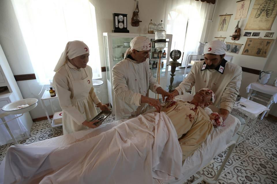 <p>Hilal-i Ahmer Cemiyetince oluşturulan hastanelerde bölgelerinde sivillerin sağlık hizmetlerini sağladığı gibi koruyucu hizmetler de verildi.</p>  <p></p>