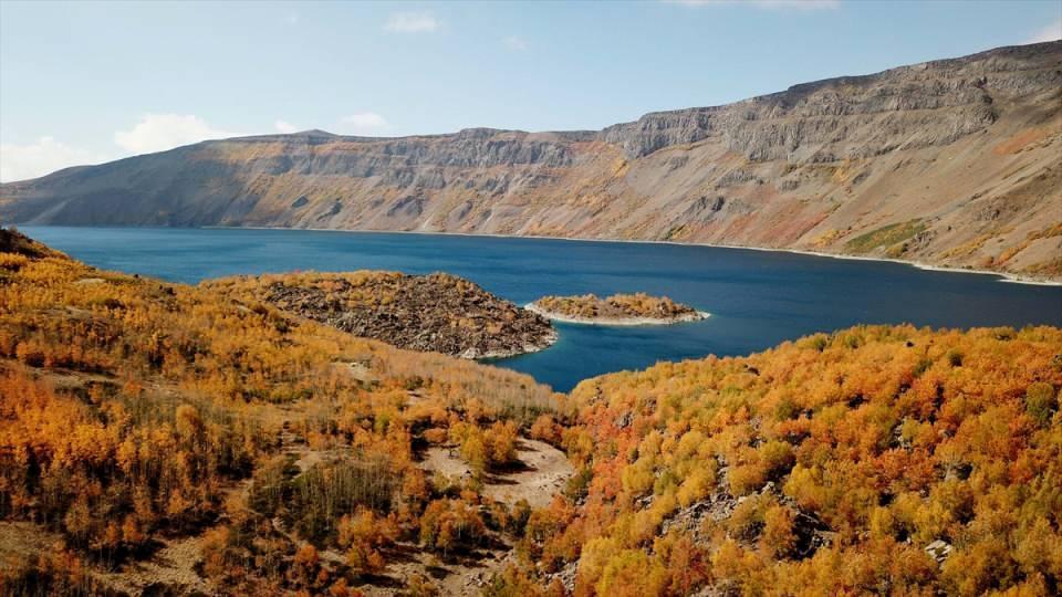 """<p>Bölgenin eşi benzeri bulunmayan güzellikte bir yer olduğunu belirten Bilgiç, şunları kaydetti:</p>  <p>""""Sonbaharın gelişiyle tüm ağaçlarda yeşilin, kahverenginin ve kızıllığın bütün tonlarını görmek mümkün. Herkesin gelip burayı görmesi gerekiyor. Doğayla iç içe güzel vakit geçirilebilecek bir alan.</p>"""