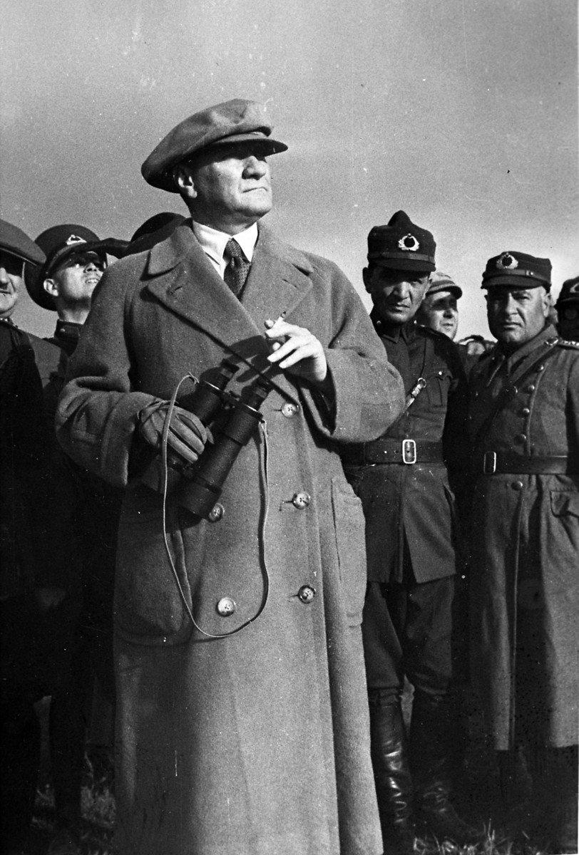 <p>Cumhurbaşkanı Mustafa Kemal Atatürk.</p>  <p>1 Ocak 1930</p>