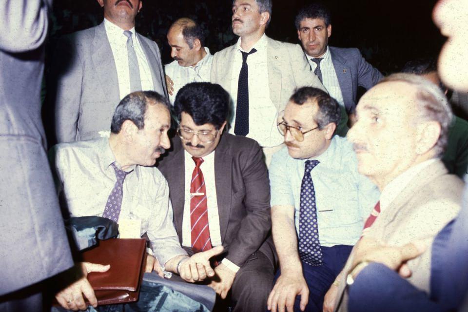 <p>8. Cumhurbaşkanı Turgut Özal'ın 2 kardeşi vardı. Yusuf Bozkurt Özal 2001 yılında vefat etmiş, kardeşlerden hayatta kalan tek kişi ise Korkut Özal olmuştu. Korkut Özal da bu sabah hayata gözlarini yumdu.</p>  <p></p>