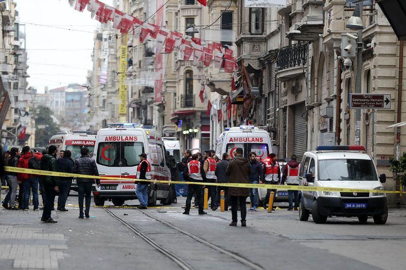"""<p><span style=""""color:#FFD700""""><strong>11:10</strong></span>- Taksim'e polis, ambulans, itfaiye dışında araç girişine izin verilmiyor. Cadde yayagirişinekapatıldı.</p>  <p></p>"""