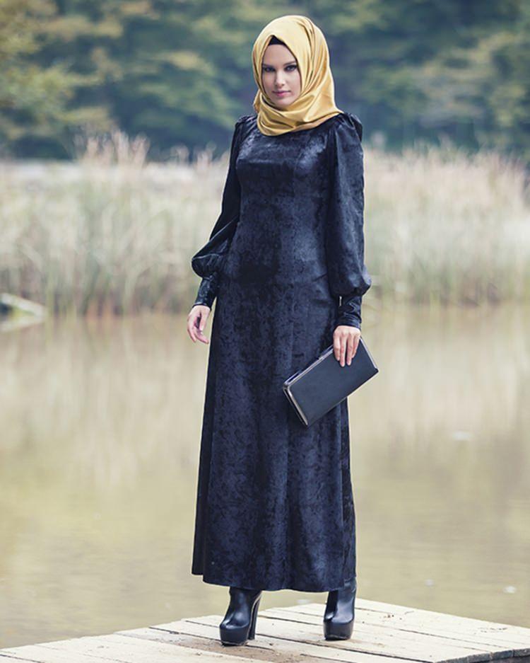 52c5495b6014c Tesettürde yeni trend: Kadife elbiseler