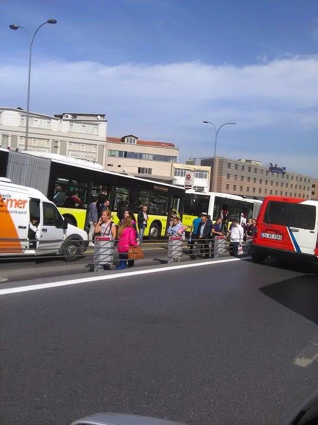 <p>Olay yerine çok sayıda ambulans ve polis ekibi sevk edildi.</p>  <p></p>