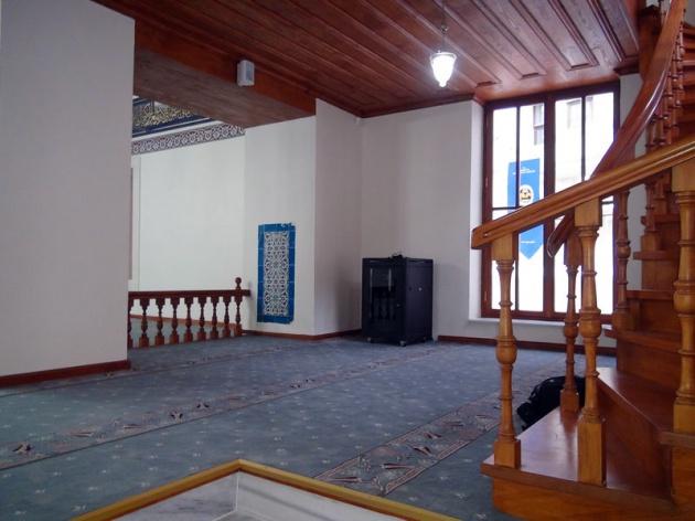 1596 yılında Galatasaray ağalarından Hüseyin Ağa tarafından yaptırılan cami, 2. Mahmud tarafından 1834 yılında ihya edildi.