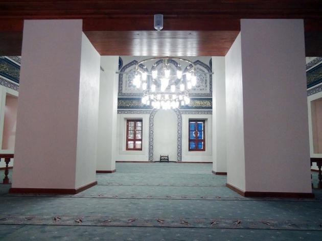 Çıkan yangın nedeniyle uzun süre bakımsız kalan cami, 100 yıl sonra bu kez Vakıflar tarafından yeniden onarıldı.