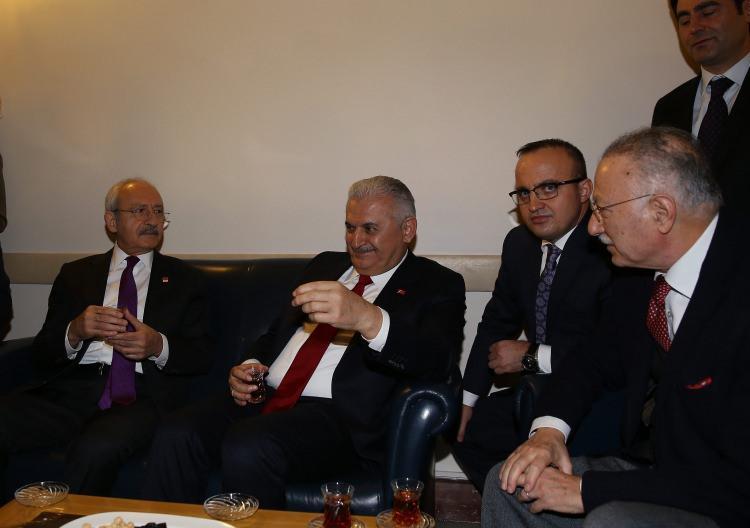 <p>Görüşmede MHP'li vekil Ekmeleddin İhsanoğlu'nun da yer aldığı görüldü.</p>
