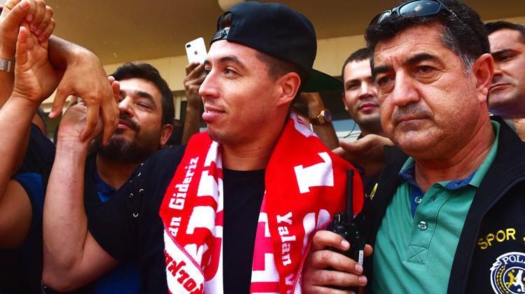 Antalyaspor Nasri'yi aldı, sosyal medya yıkıldı!
