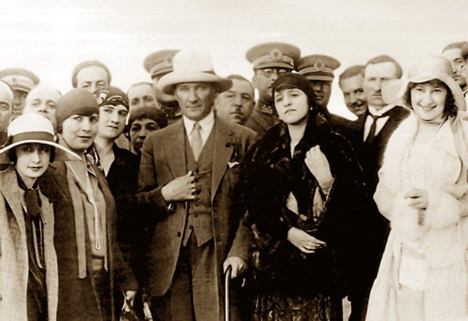 <p>Mustafa Kemal Atatürk'ün özel albümünden.<br /> <br /> 1 Ocak 1925</p>