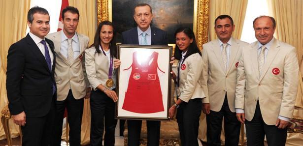 Başbakan, şampiyonları kabul etti
