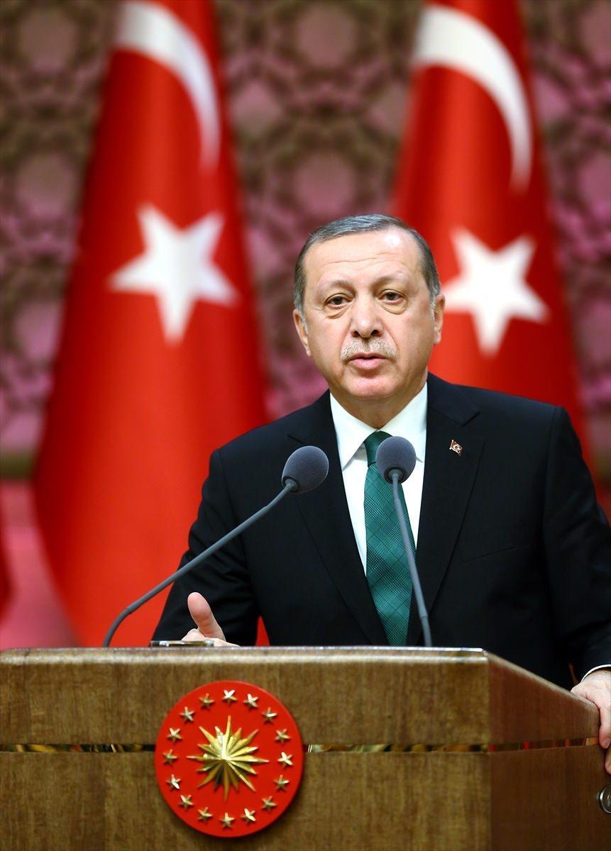 <p>Bu alanda çok şey yapılması gerektiğinin altını çizen Erdoğan, bilim insanlarıyla birlikte bunun başarılacağına inandığını aktardı.</p>  <p></p>