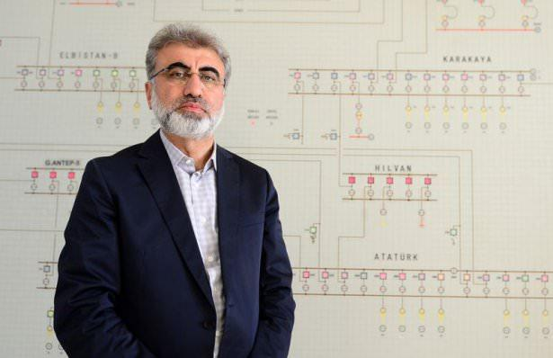 """<p><strong>Enerji ve Tabii Kaynaklar Bakanı Taner Yıldız</strong><br /> <br /> <br /> <span style=""""line-height:1.6"""">Taner Yıldız, 3 Nisan 1962'de Yozgat Devecipınar'da doğdu. Babasının adı Eşref, annesinin adı Emine'dir.</span></p>  <p>Elektrik Mühendisi; İstanbul Teknik Üniversitesi Elektrik-Elektronik Fakültesi Elektrik Mühendisliği Bölümünü bitirdi.<br /> Kayseri Elektrik Üretim Şirketinin Yönetim Kurulu Üyesi, Kayseri ve Civarı Elektrik TAŞ'nin Yönetim Kurulu Üyesi ve Genel Müdürü olarak görev yaptı.<br /> 22 ve 23. Dönemde Kayseri Milletvekili seçildi. 60. Hükümette Enerji ve Tabii Kaynaklar Bakanlığı yaptı. 61. Hükümette yeniden Enerji ve Tabii Kaynaklar Bakanlığı görevine getirildi.<br /> İyi düzeyde İngilizce bilen Yıldız, evli ve 4 çocuk babasıdır.</p>  <p></p>"""