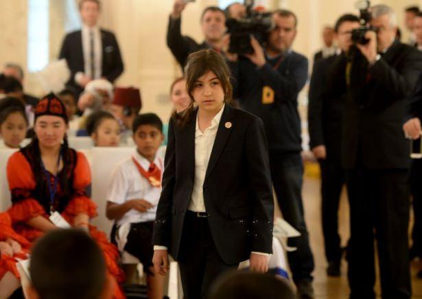 <p>Başbakan Ahmet Davutoğlu, Başbakanlık Çankaya Köşkü'nde TRT Uluslararası Çocuk Şenliği'ne katılan çocukları kabul etti.</p>  <p></p>