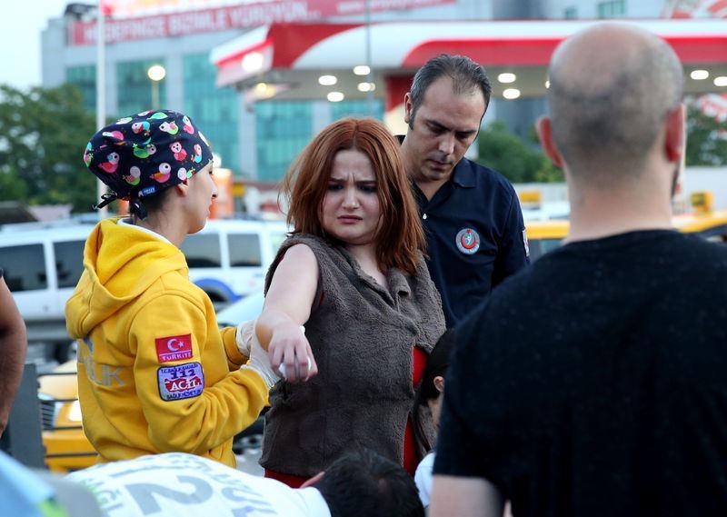 <p>İhbar üzerine olay yerine çok sayıda polis, sağlık ve itfaiye ekibi sevk edildi.</p>