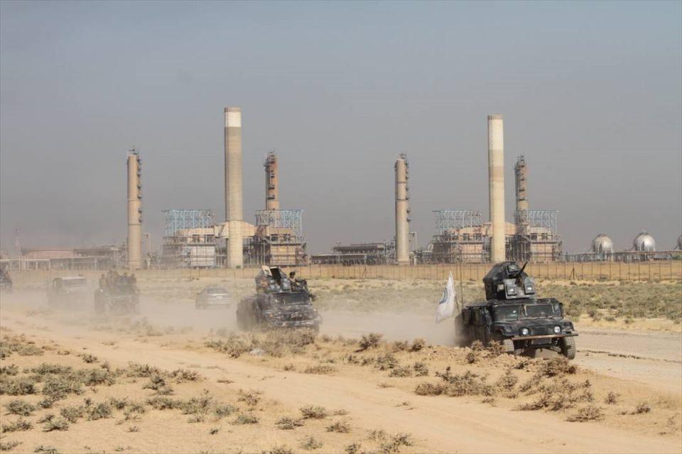 <p>Irak güvenlik güçleri, Kerkük'ün kuzeyindeki doğal gaz yatakları ve petrol rafinerilerinin bulunduğu bölgede kontrolü sağlayarak ilerlemeye devam ediyor.</p>  <p></p>
