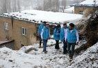 Karlı yolları aşıp hastalara şifa götürüyorlar