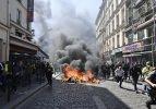 Paris yanıyor! Her yeri ateşe verdiler!