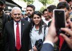 Binali Yıldırım Beşiktaş Çarşı'yı ziyaret etti
