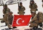 Operasyondaki Mehmetçikler Türkiye'nin bayramını kutladı