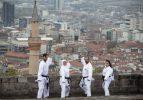 Karatenin 'Çınar'ları
