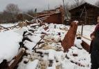 Ahırın çatısı kara dayanamadı, 50'ye yakın koyun telef oldu