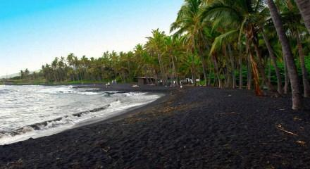 Siyah kumlu plajlar dünyanın neresindedir?