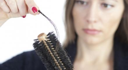 Kadınlarda saç dökülmesinin nedenleri neler?