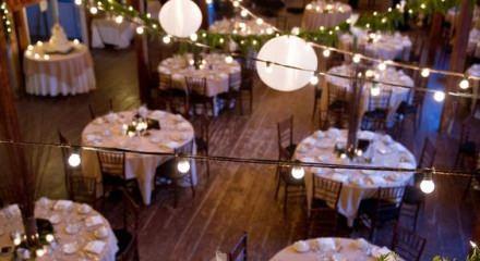 Sonbahar düğün konseptinde ışıklandırmanın önemi