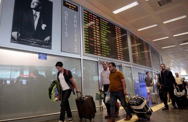 <p><em><strong>AB Komisyonu Türkiye'ye uygulanan vizenin kaldırılmasını tavsiye etti. Eğer üye ülkeler bu tavsiye kararına uyar ve oylamada gerekli çoğunluğa ulaşılırsa vizeler kalkacak. Böyle Türk vatandaşları, haziran ayı sonundan itibaren 26 ülkeye gidebilecek. İşte vizesiz gidebileceğiniz o ülkeler…</strong></em></p>