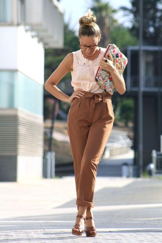 9497e75ed43e8 80'li yılların moda parçası havuç pantolonlar, son yıllarda tekrardan moda  olmaya başladı. Peki havuç pantolonlar nasıl kombinlenir ve kimler giyebilir ?