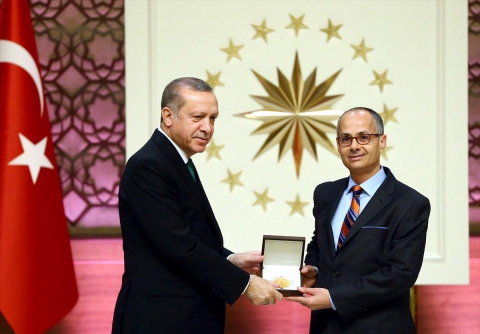 <p>Cumhurbaşkanı Erdoğan, geçen 14 yılda bilime, bilim insanlarına, bilimsel çalışmalara verdikleri önemle bu konuda çok önemli mesafe katedildiğini ifade etti.</p>  <p></p>