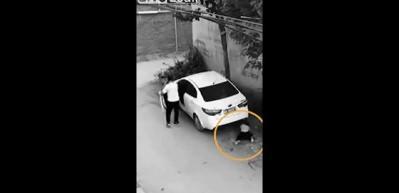 Motosikletli sürücü küçük çocuğun hayatını böyle kurtardı!