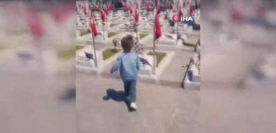 3 yaşındaki minik İsmail'in bayrak sevgisi duygulandırdı