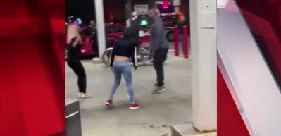5 kadın 1 adama saldırdı!