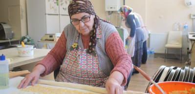 66 yaşındaki girişimci kadının azmi parmak ısırtıyor