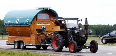 82 yıllık traktörle 2 bin 300 km'lik yolculuk!