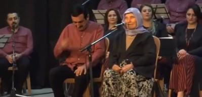 85 yaşındaki nine sesiyle şoke etti!