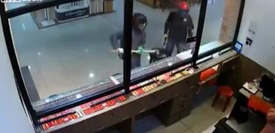 Hırsızlar camı kıramayınca, çalışan bakın ne yaptı!