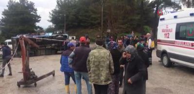 Tarım işçilerini taşıyan araç devrildi: Ölü ve yaralılar var