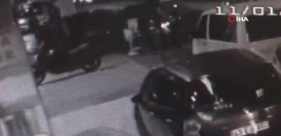 """İstanbul'da """"pes"""" dedirten motosiklet hırsızlığı kamerada"""