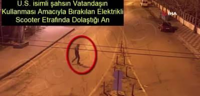 Halkın kullanması için sokakta bulunan elektrikli scooter çaldı