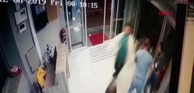 Hastanede elinde bıçakla böyle kovaladı!