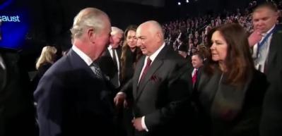 ABD Başkanı Yardımcısı Mike Pence'e büyük şok! Eli havada kaldı