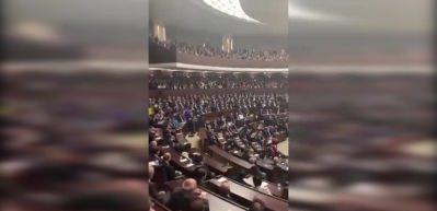 AK Parti'nin grup toplantısında salonu inleten Gündoğdu Marşı!