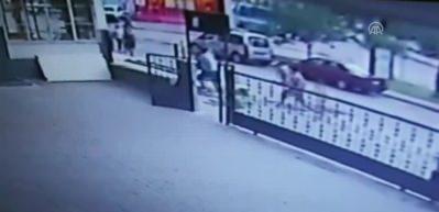 Adana'da bıçaklı ve zincirli kavga kamerada