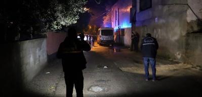 Adana'da bir kişi eşini pompalı tüfekle vurdu!