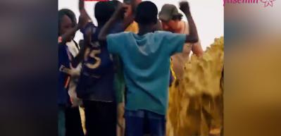 Afrikalı çocukların su sevinci!